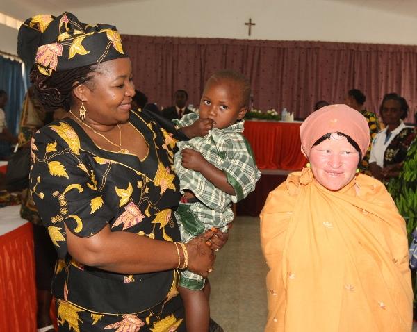 5053--Mke wa Rais Mama Salma Kikwete akiwa amembeba Mtoto Elisha ambaye ni mtoto wa Bi.Mariam Stanford mlemavu wa ngozi(albino) kutoka Ngara wakati Mama Kikwete alipokutana na wawakilishi wa SACCOS za Mkoa wa Kagera